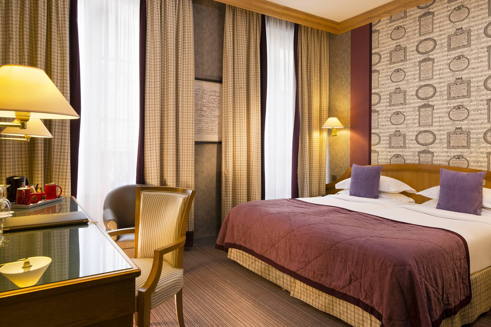 Twin Bedded Room H 244 Tel Horset Op 233 Ra Paris